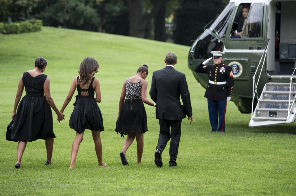 michelle-obama-malia-obama-sasha-obama-barack-obama-2014-getty-rendan-smialowski