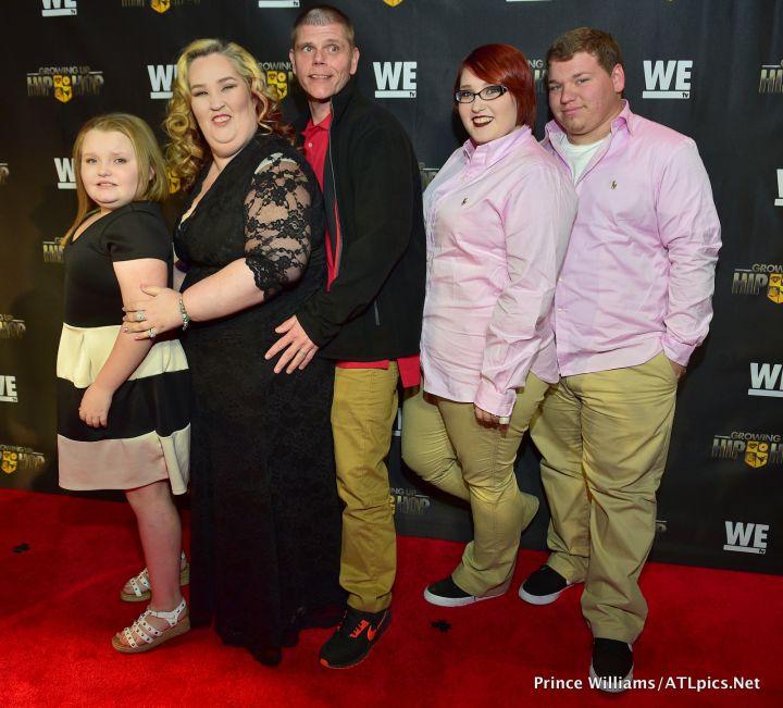 Honey BooBoo with Mama June and family