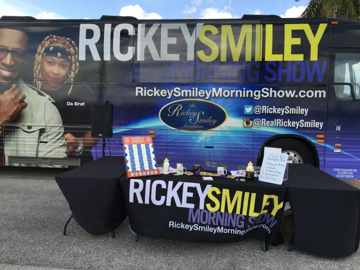 Rickey Smiley's Bus