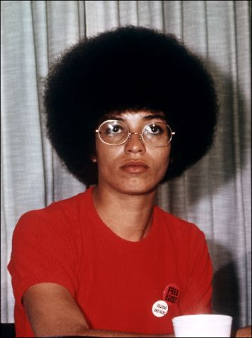 Veteran US militant Angela Davis gives a press con